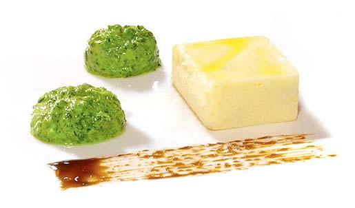 Terrina di gorgonzola con pesto di spinaci e riduzione di aceto balsamico